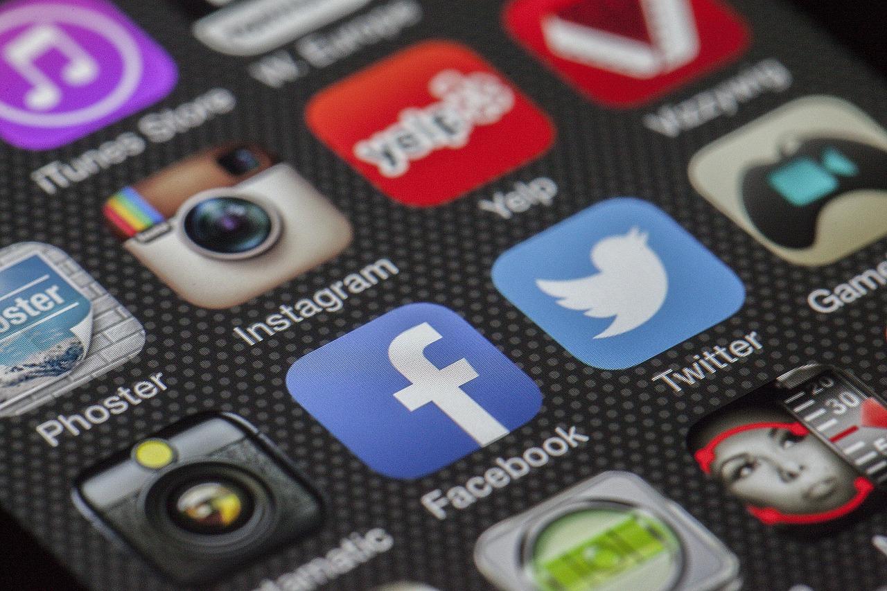 Wpływ sygnałów z sieci społecznościowych